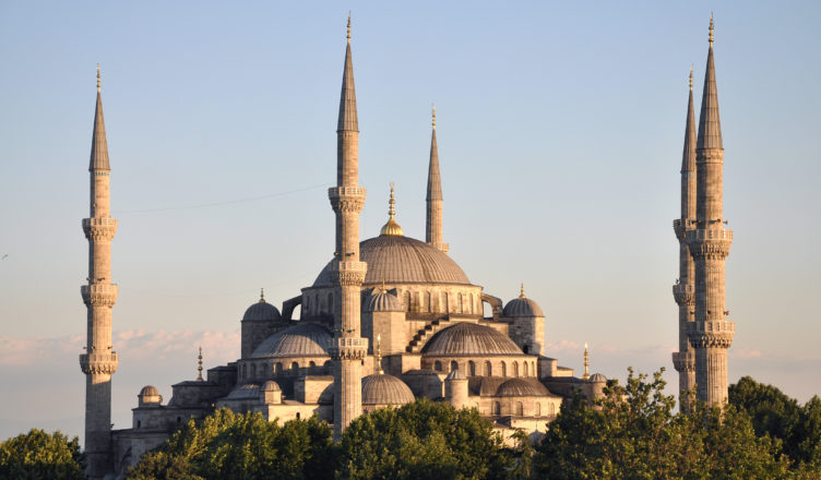 exterior_of_sultan_ahmed_i_mosque_in_istanbul_turkey_002
