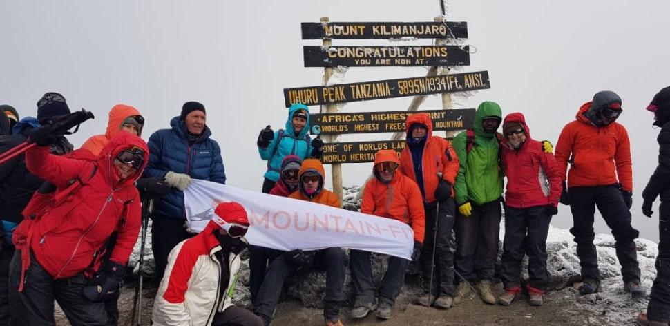 Na vrhu Kilimanjara (Uhuru Peak sign)