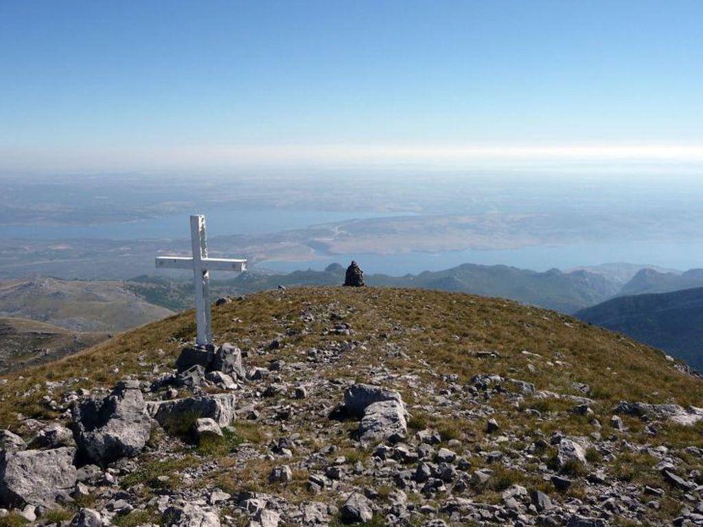 Sveto Brdo (planinarenje po Velebitu)