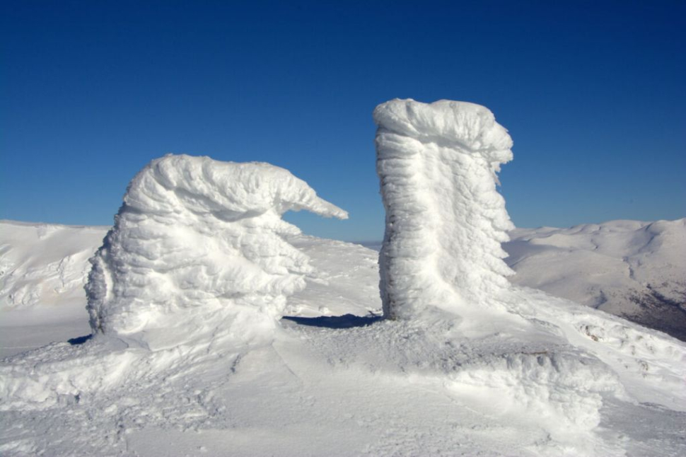 Skulpture od snijega na Dinari